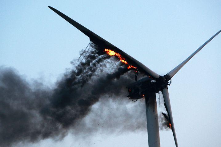 Brennende Windkraftanlage in Schleswig-Holstein: Technische Probleme verteuern Windstrom stärker als erwartet