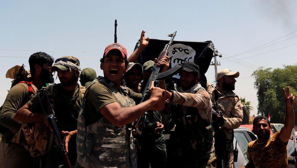 Irakische Anti-IS-Kämpfer beim Siegesjubel