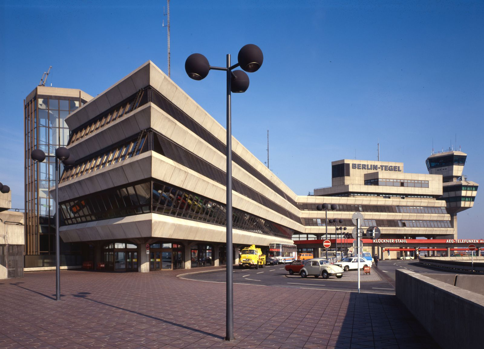BUCH TXL. Berlin Tegel Airport / Drive to Your Gate / Seite 30-31, Bild 19
