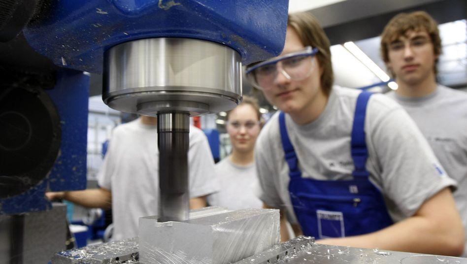 Azubis beim Werkzeugmaschinenhersteller Trumpf: Immer weniger Schulabsolventen