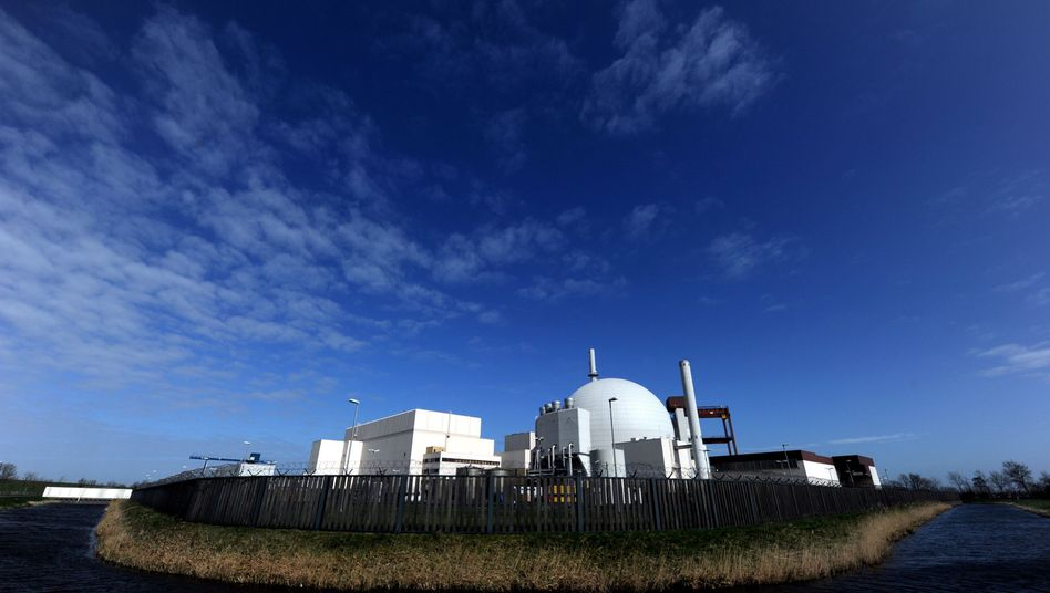 Kernkraftwerk Brokdorf: FDP-Chef Rösler und CSU-Chef Seehofer sind sich beim Fahrplan zum Atomausstieg uneins