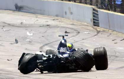 Letzte Warnung? Wrack des Formel-1-Boliden von Ralf Schumacher nach seinem Unfall in Indianapolis