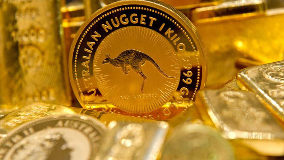 Gefragt wie lange nicht: Anleger ordern Goldmünzen und Goldbarren, während der Preis fällt.
