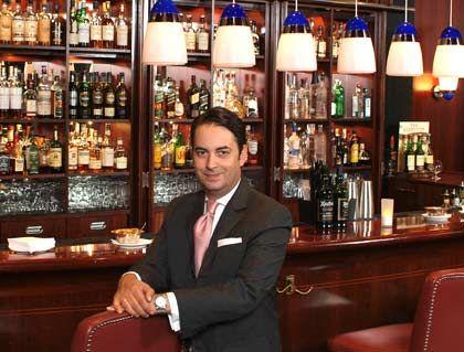 Reiche Getränkeauswahl: Neben den Trotz seiner Vorliebe für den üppigen Cuisine Style setzt Barkeeper Thomas Altenberger auf gehobene Schlichtheit