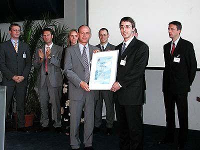 Constantin Rack, 22, gründete Anfang 2000 die Vigos AG. Sein Produkt, der Vigos Website Accelerator, komprimiert die Daten von Webseiten um bis zu 90 Prozent und verkürzt dadurch die Ladezeit um ein Vielfaches. Mit seiner Erfindung gewann Rack beim Gründerwettbewerb Multimedia 2000 einen Hauptpreis.