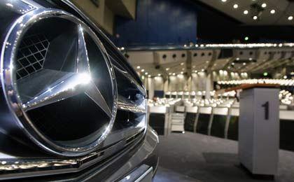 Aber der Stern bleibt: Der Konzern heißt Daimler, die Autos weiter Mercedes-Benz