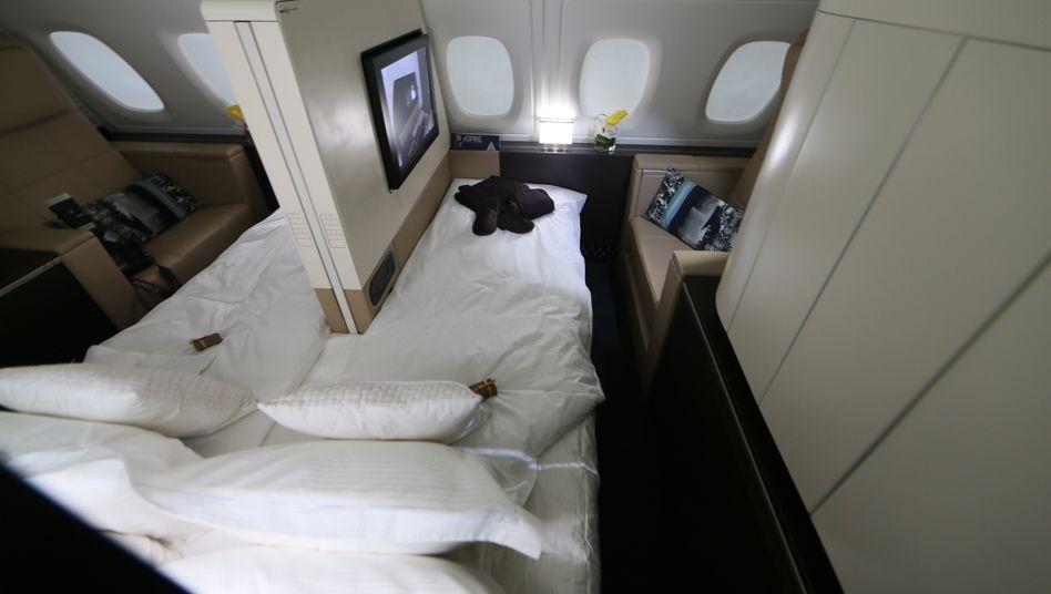 Gemachtes Bett: Immer mehr Airlines bieten Kunden per Auktion Luxus-Schnäppchen an