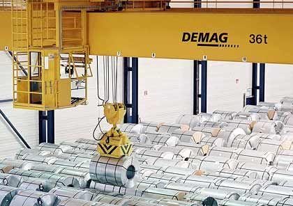 Stabiles Geschäft: Demag-Kran für die Walzstahl-Verladung