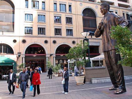 Johannesburgs exklusiv: Der Nelson Mandela Square im Edelviertel Sandton