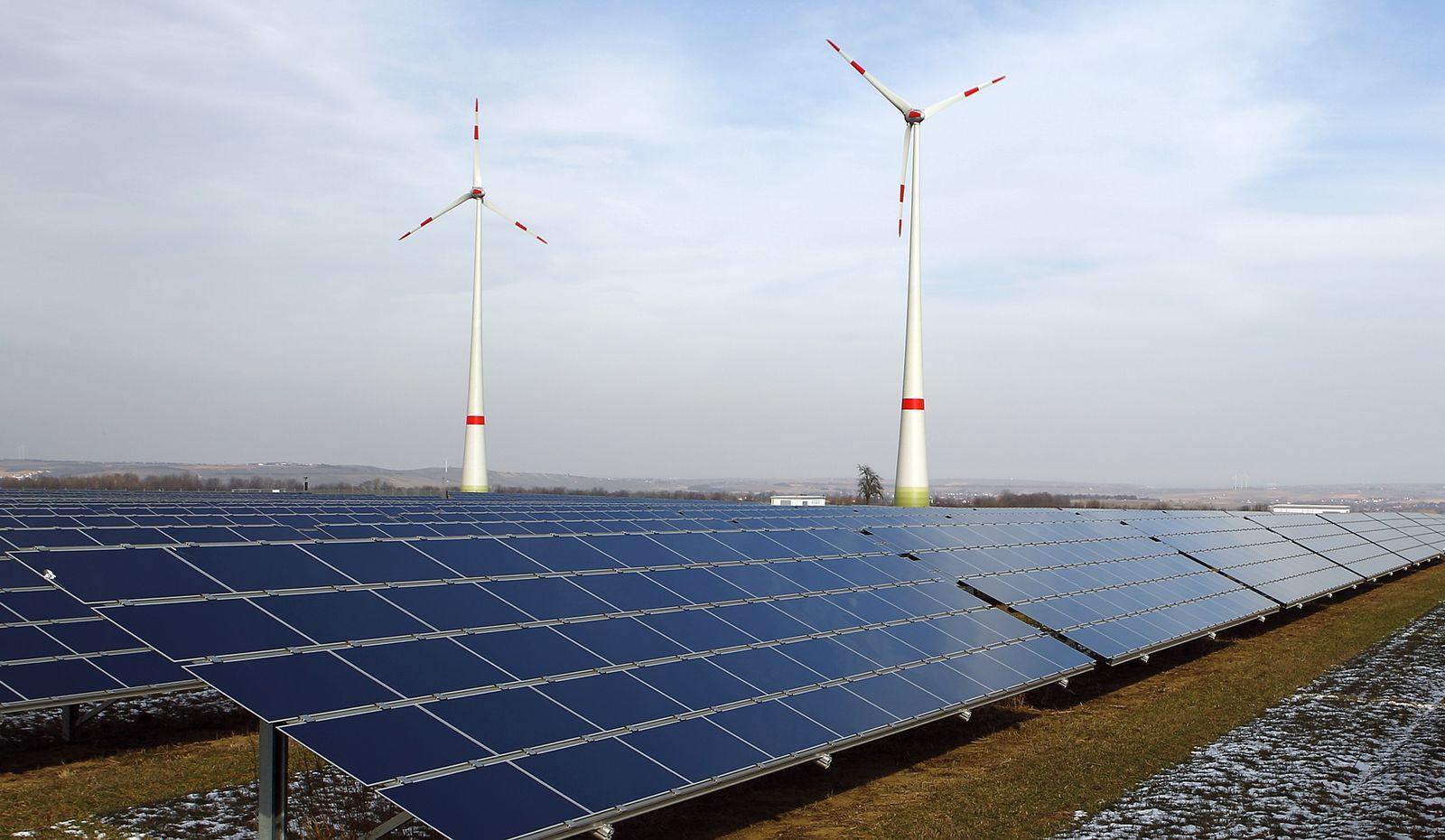 Solar-Anlage/ Windräder