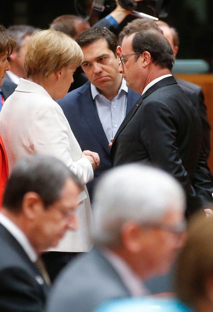 Drei Pokerfaces: Merkel, Tsipras, Hollande beim Eurozonen-Länderchef-Treffen in Brüssel