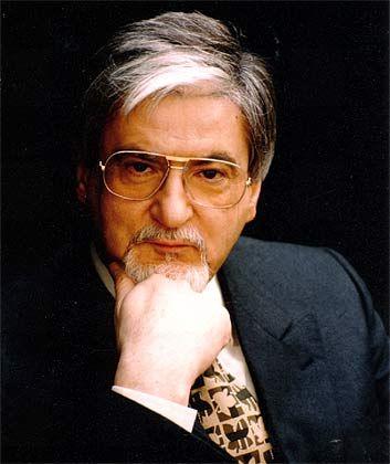 Michael Löhner ist seit 1978 selbstständiger Unternehmensberater. Der Jesuitenschüler lernte von seinem Mentor Rupert Lay das Handwerk der Kulturberatung, absolvierte zudem eine Informatikausbildung und ein Psychologiestudium.