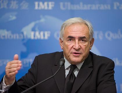 Bilanzen schneller säubern: IWF-Chef Strauss-Kahn fordert die Regierungen weltweit zu mehr Eile auf, um die Bankbilanzen schneller von ihren Schrottpapieren zu befreien.