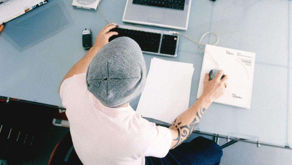 Büroarbeit (Symbolbild): Zusammen schafft man richtig was weg, selbst wenn man nicht miteinander spricht