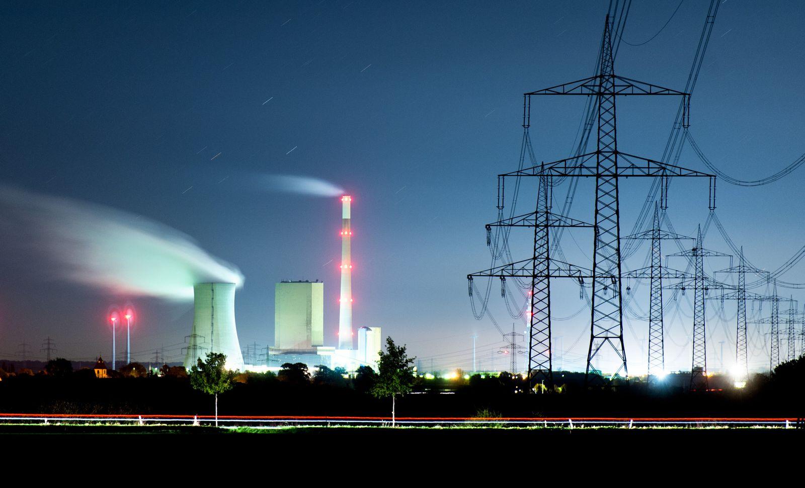 Kraftwerk/ Stromtrasse