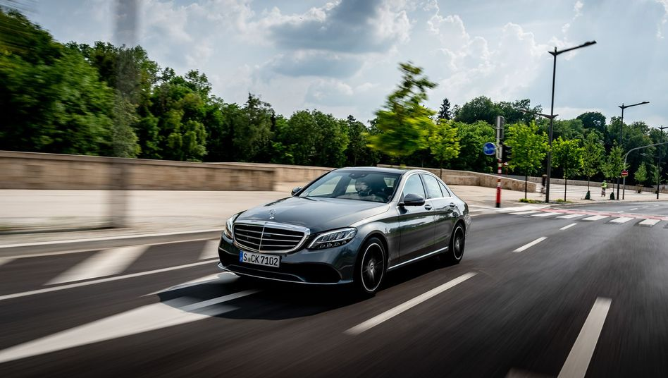 Mercedes C-Klasse: Altere Modelle ebenso der A-, B-, E- und S-Klasse sind von dem weltweiten Rückruf betroffen. Insgesamt wächst die Zahl der Autos und Vans, die Daimler wegen des Vorwurfs einer illegalen Abschalteinrichtung zurückrufen musste oder muss auf 1,4 Millionen.