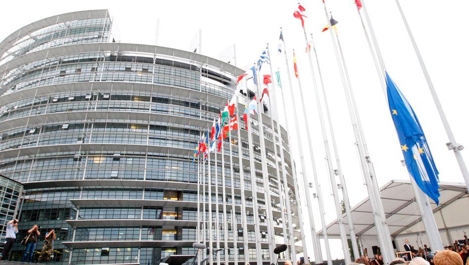 Europa: Steht der Euro auf der Kante, wie einige Experten meinen? Zumindest ist die Diskussion darum, ob er künftig Zahlungsmittel einer Fiskalunion sein soll, voll entbrannt