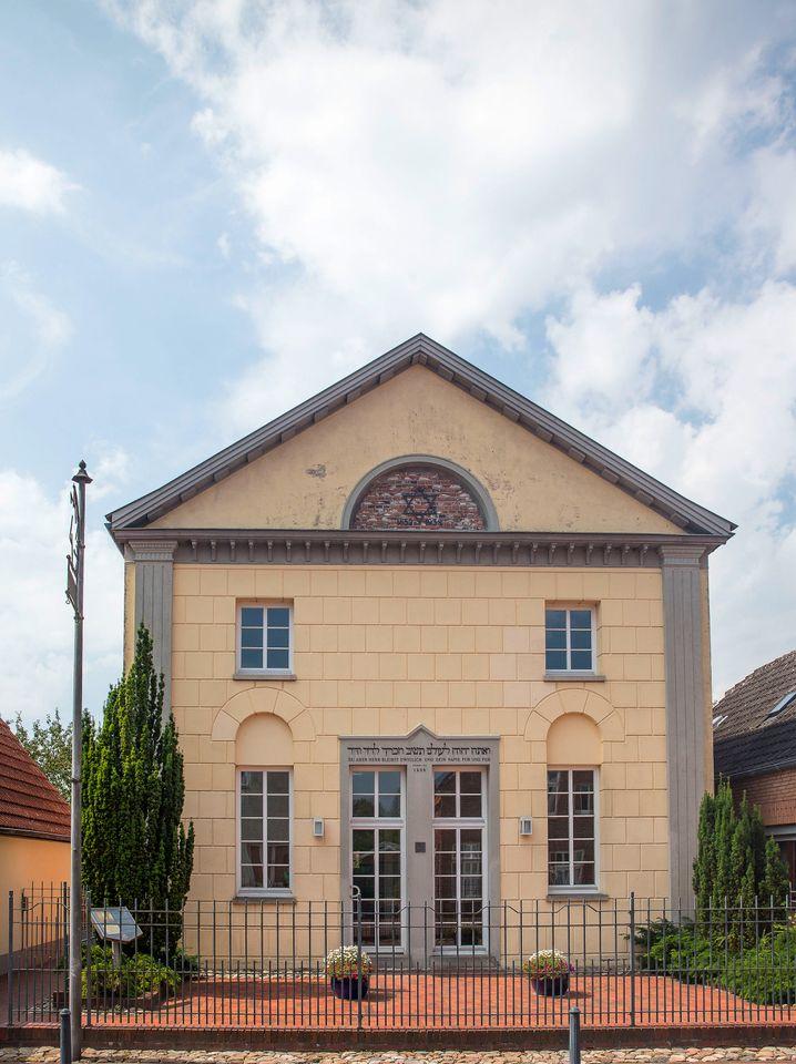 Neustadtgödens war bekannt für seine Toleranz in religiösen Dingen - die ehemalige Synagoge steht noch, ist heute aber kein Gotteshaus mehr.