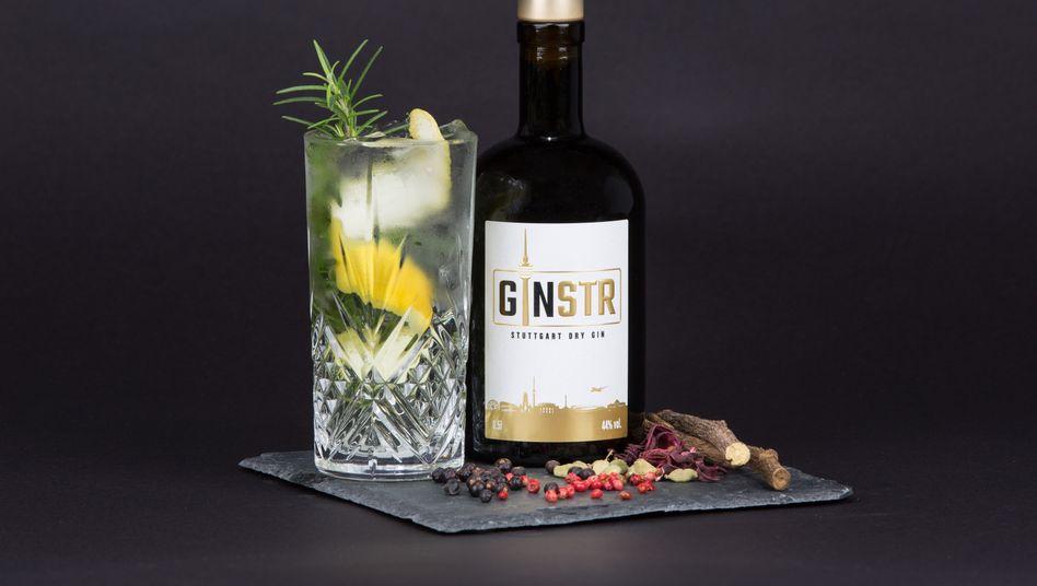 """Eine Flasche Gin der Stuttgarter Marke """"Ginstr"""""""