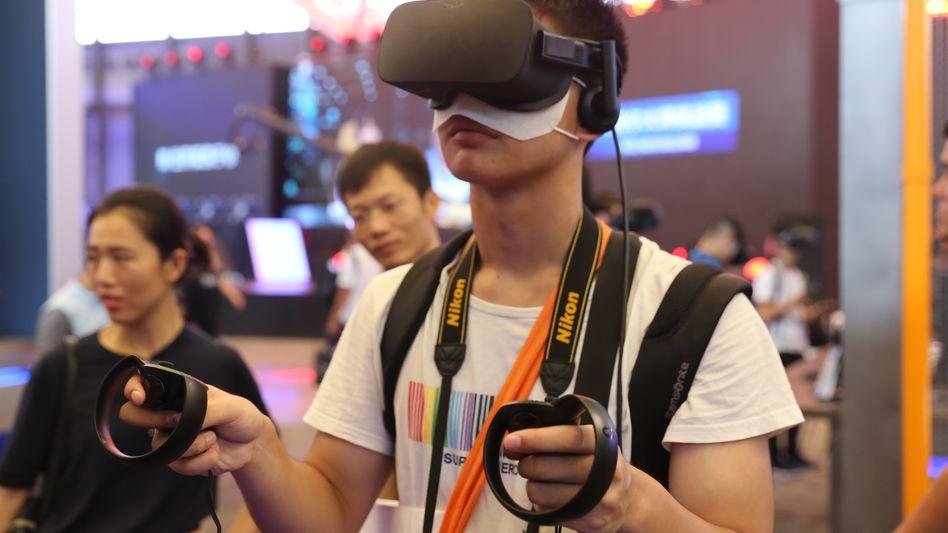 Deutsche Angst vor chinesischer Spionage, hier jedoch im harmlosen Gewand eines Besuchers der China Digital Entertainment Expo 2017 in Shanghai.