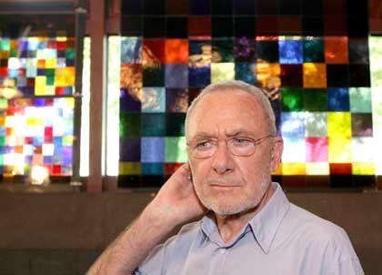 Performance-Künstler: Richters Werke gewannen im Schnitt um 17 Prozent an Wert pro Jahr - im Hintergrund ein von ihm entworfenes Kirchenfenster