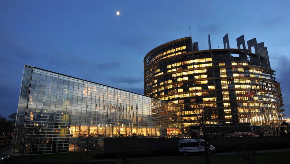 EU-Parlamentsgebäude in Straßburg: Die Volksvertreter wollen die Marktmacht von Suchmaschinen wie Google begrenzen
