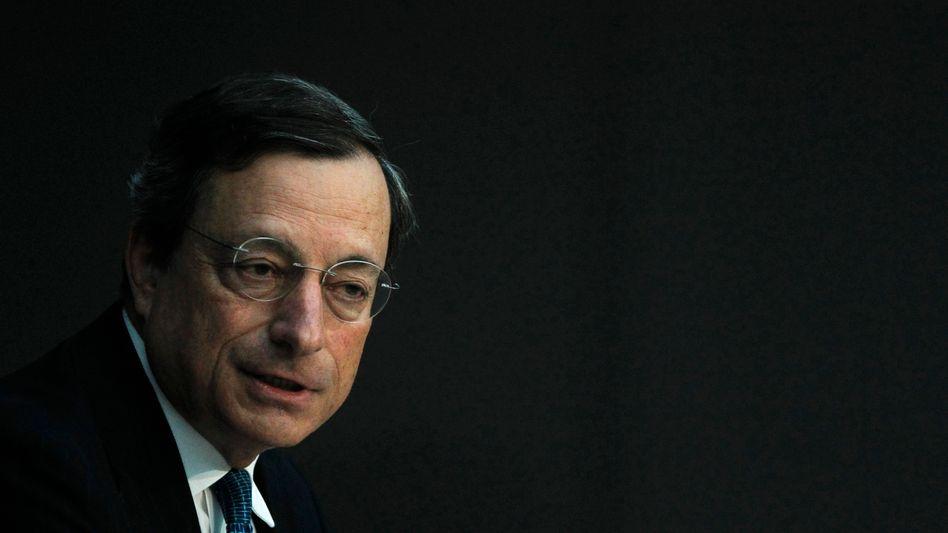 EZB-Chef Draghi: Ab 2014 übernimmt die EZB voraussichtlich die Aufsicht über die 130 wichtigsten Banken im Euro-Raum. Zugleich erhält Draghi auch die Aufsicht über den Baseler Ausschuss, der Regeln für die Kreditinstitute vorgibt