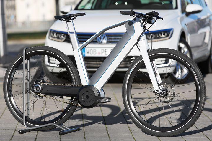Auch die Autohersteller sind auf den Trend zum E-Bike aufgesprungen - hier ein Gefährt von Volkswagen.