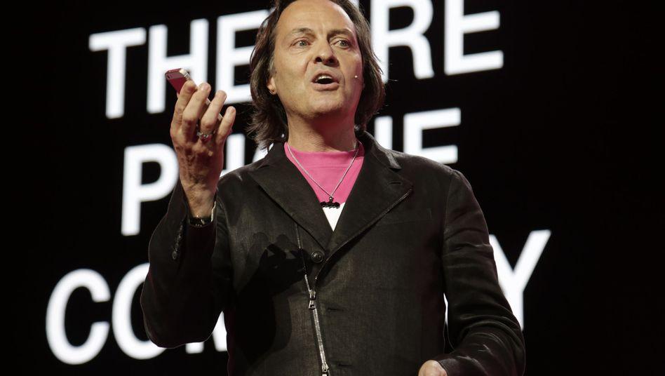 John Legere: Der Chef der Telekom-Tochter T-Mobile hatte dem Mobilfunker einen aggressiven Wachstumskurs unterzogen. Zu einer möglichen Fusion mit dem US-Satellitenanbieter Dish hatte sich der Manager positiv geäußert, nun hat auch der US-Kabelkonzern Comcast Interesse bekundet