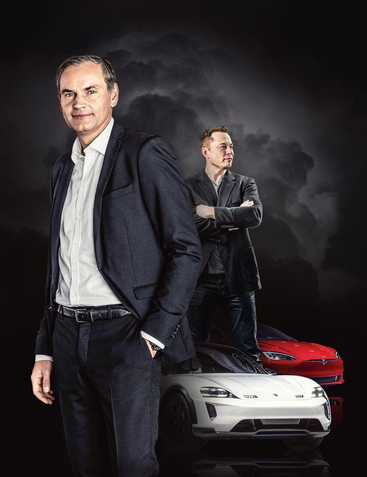 Stromer-Duell: Porsche-CEO Oliver Blume (l.) will sich nicht auf den Erfolgen der Verbrenner-Ära ausruhen. Tesla-Chef Elon Musk lauert im Hintergrund.