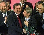 Lachende Gesichter: Schröder erhielt 86 Prozent der Stimmen