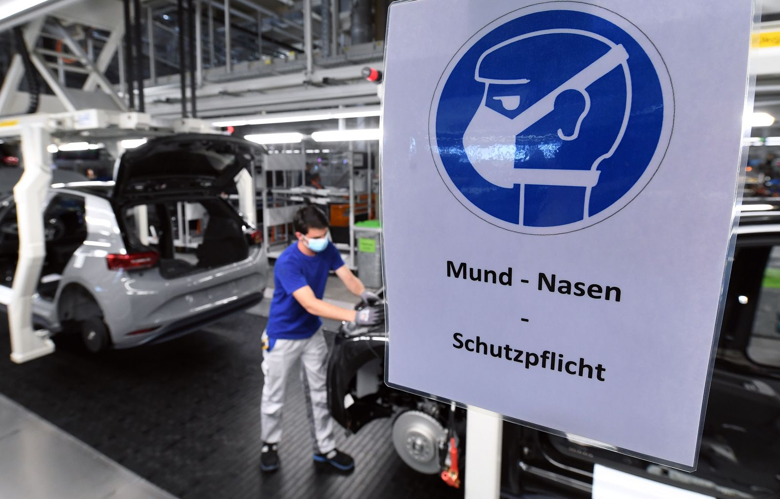 GERMANY-HEALTH-VIRUS-ECONOMY-PRODUCTION-VOLKSWAGEN