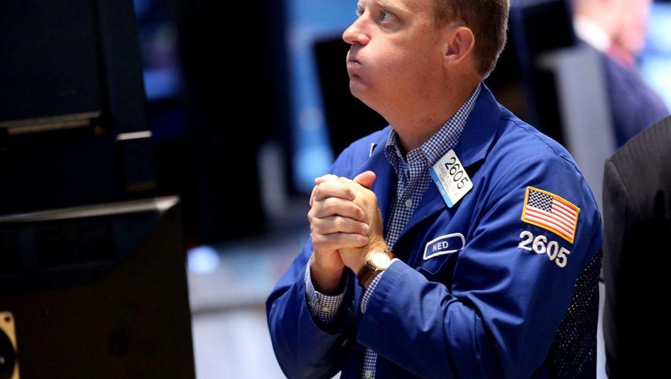 Drama an der Wall Street: Der Dow Jones gab am Montag zum Auftakt um mehr als 1000 Punkte (6,5 Prozent) nach - und startete dann einen Erholungsversuch