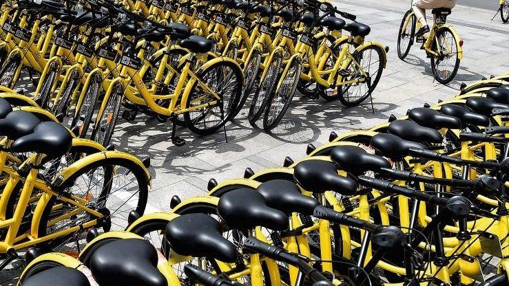 MASSE IST TRUMPF Vorbild Chengdu: Im Südwesten Chinas stehen Leihräder von Ofo an einer U-Bahn-Station. Durch die Masse der Räder wurde Bikesharing dort zum Erfolg. Nun rollt der Angriff in Deutschland.