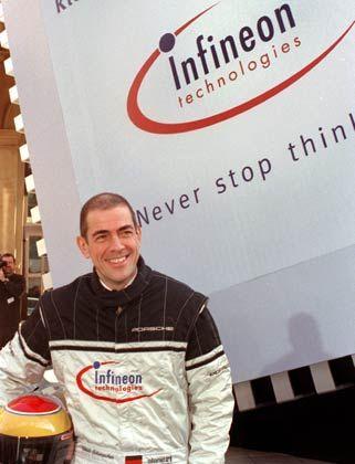 Rennsportfan: Schumacher im Jahr 2000 beim Infineon-IPO vor der Frankfurter Börse