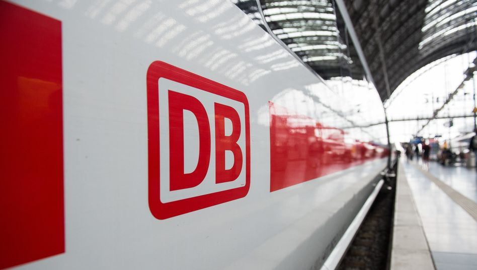 Zug der Deutschen Bahn: Die Affäre um ungenehmigte Beraterverträge war im Frühjahr bekannt geworden