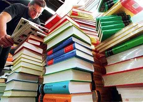 """Bücher als zentrales Forum:Lothar Späth schrieb """"stapelweise"""" gegen sein Kritikerbild eines Jahrmarktpolitikers an"""