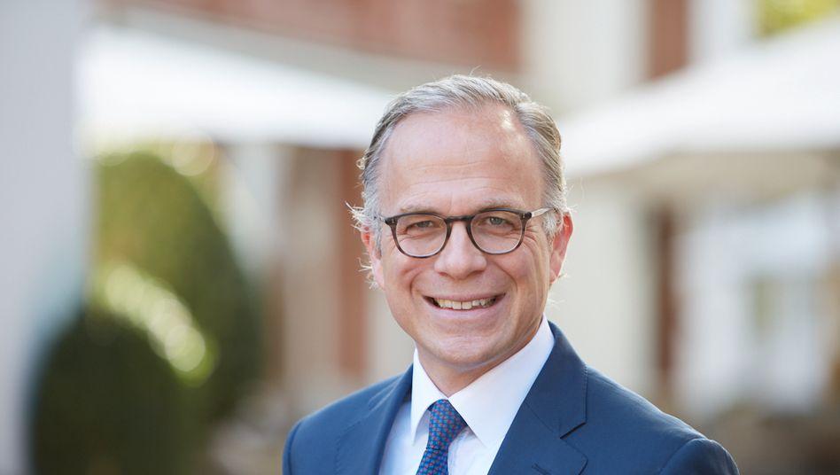 Patrick Müller-Sarmiento ist seit Januar dieses Jahres unter anderem für das Consumer Goods & Retail-Geschäft bei der Unternehmensberatung Roland Berger verantwortlich. Zuvor war er zunächst Vorstandsmitglied, später CEO der Supermarktkette Real, die er an den russischen Investor SCP verkaufte.