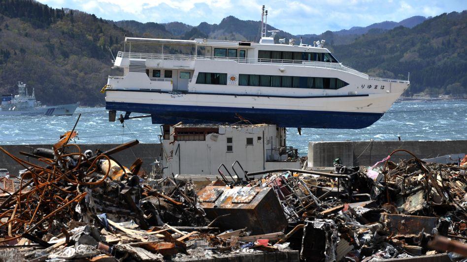 Die Trümmer im japanischen Tsunami-Katastrophengebiet sind auch zwei Monate nach dem folgenreichen Beben noch nicht beseitigt