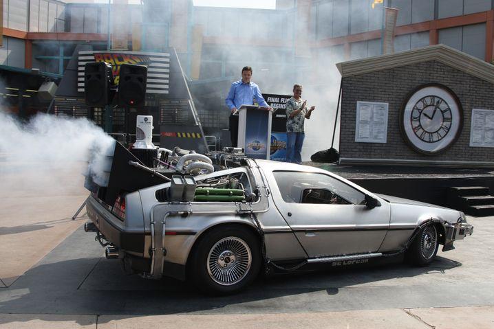 """Filmkulisse: """"Zurück in die Zukunft""""-Gefährt DeLorean mit Zeitmaschine. Fliegen kann das Auto in diesem Jahr auch, laut Film mit """"Hoverantrieb"""""""