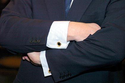 Abwehrhaltung: Josef Ackermann erscheint deutlich weniger entspannt als an den ersten Verhandlungstagen