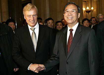 Hochrangiger Besuch in der Hansestadt: Hamburgs Erster Bürgermeister Ole von Beust mit dem stellvertretenden chinesischen Ministerpräsidenten Zeng Peiyan