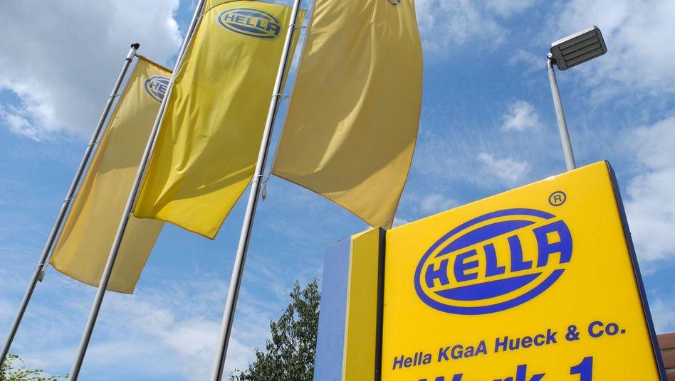 Blick auf das Hella-Werk in Lippstadt: Hier will der Autozulieferer bis Ende 2023 rund 900 Stellen in Verwaltung und Entwicklung streichen