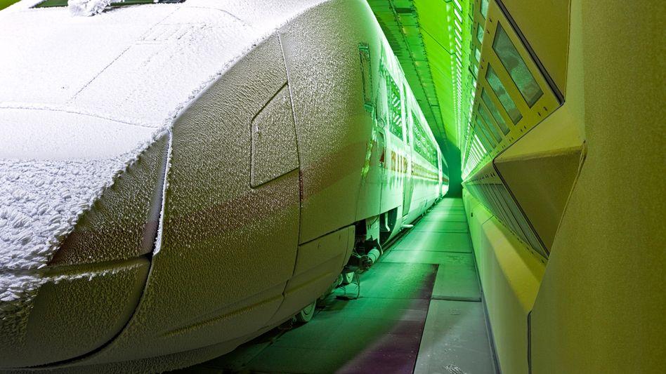 Siemens-Intercity-Zug im Klima-Wind-Kanal