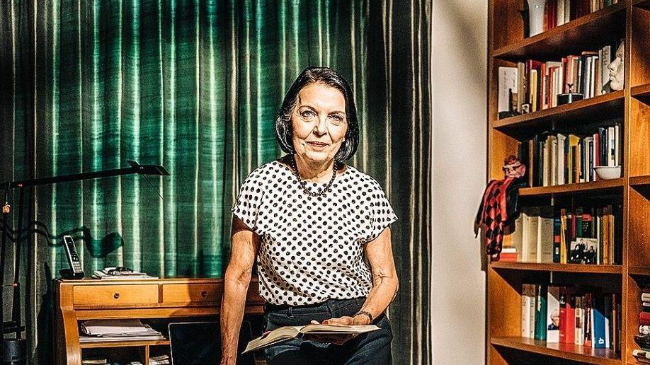 Christine Hohmann-Dennhardt in ihrem Arbeitszimmer.