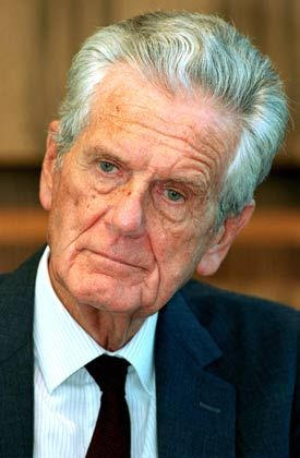 Das Vorbild Hans Merkle Der langjährige Geschäftsführer des Stuttgarter Bosch-Konzerns ist bis heute Clemens Börsigs großes Vorbild. An den Idealen des im Jahr 2000 verstorbenen Merkle - Zurückhaltung nach außen, Selbstbewusstsein von innen heraus - orientierte sich der aufstrebende Jungmanager, der von 1985 bis 1997 in Stuttgart arbeitete.