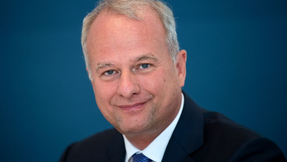 Ausgebremst: AMS-Chef Alexander Everke muss sich in Geduld üben