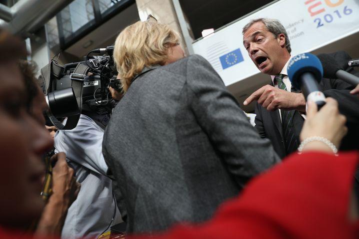 """Nigel Farage: """"Bei der Immigration auf die Bremse gehen"""""""
