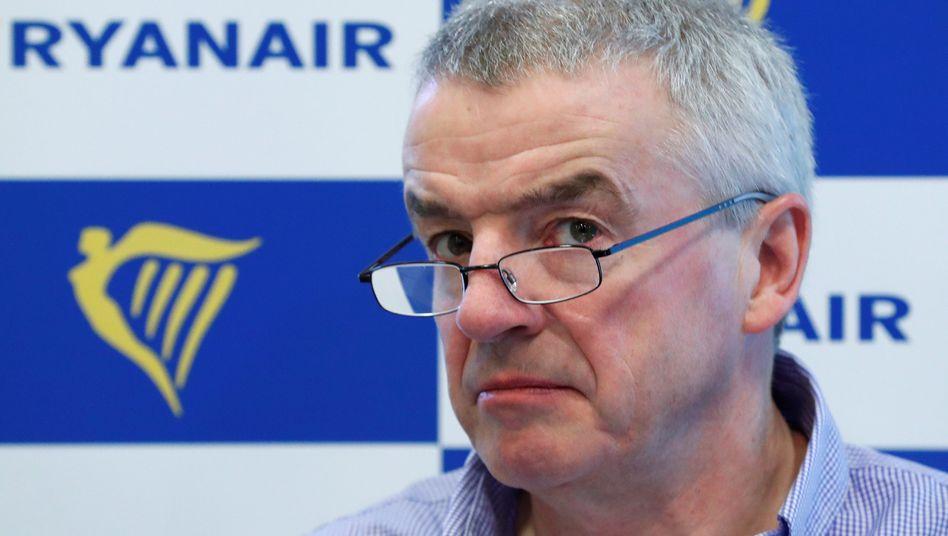 Ryanair-Chef Michael O'Leary droht mit Stellenabbau und will Passagier für die Flugausfälle im Zuge des Streiks nicht entschädigen