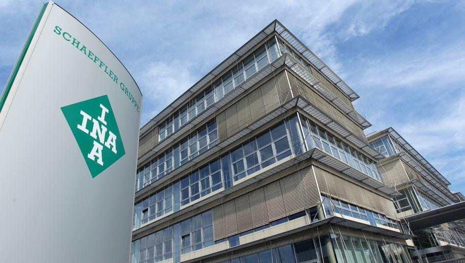 Schaeffler-Zentrale in Herzogenaurach: Holding und AG drücken nach der Conti-Übernahme noch immer rund 10 Milliarden Euro Schulden